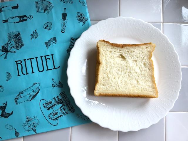 リチュエル 生食パン ブルーの紙袋