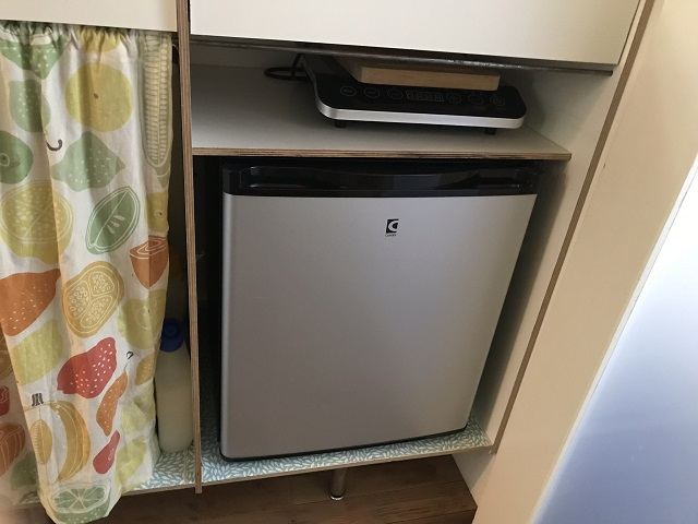 シンク下の小型冷蔵庫