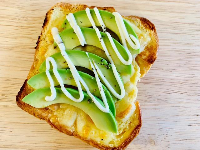 ピカールの『ブリオッシュのフレンチトースト』アボカドチーズトースト