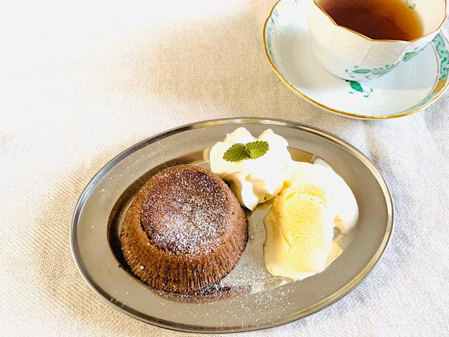 紅茶とモアローショコラ