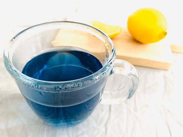ブルーのお茶とレモン