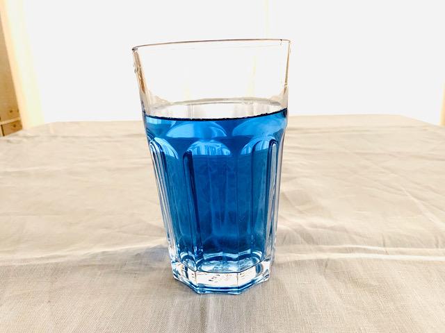青いアイスティー