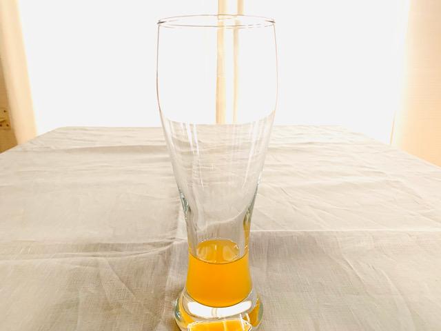 蜂蜜を混ぜたオレンジジュース