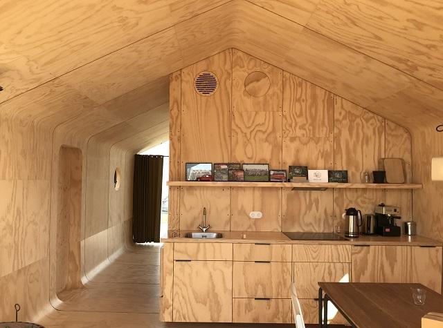 「Wikkel House」の明るい室内