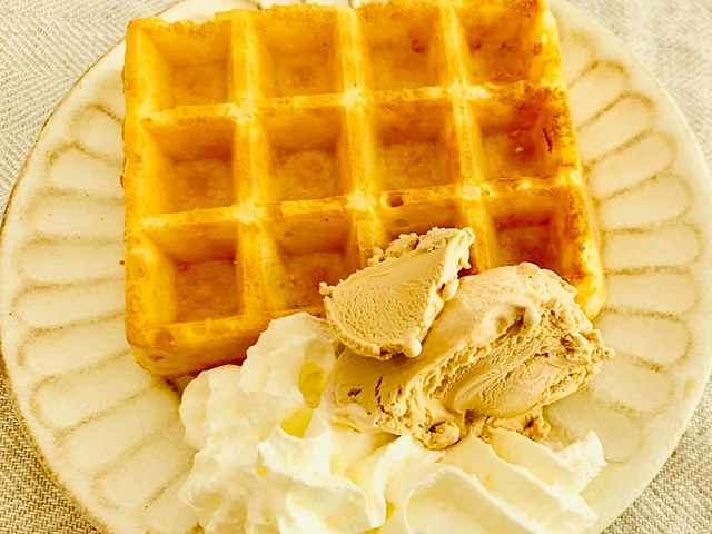 ピカール  ワッフル ホイップクリームやアイスクリーム