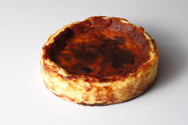 バスクチーズケーキホール