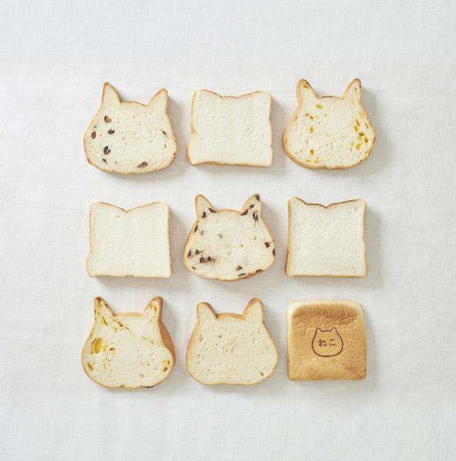 並べたねこねこ食パン