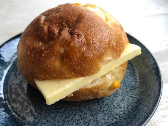 バター コーンパン カネカ