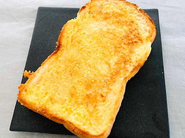 粉チーズトースト