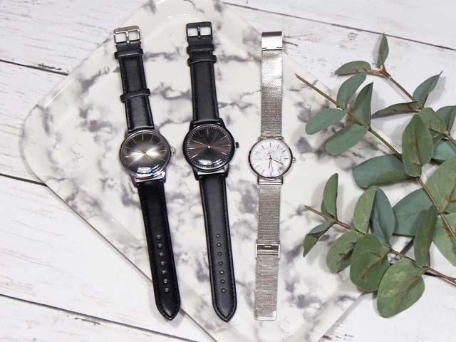 ダイソーのアンティーク風腕時計と大理石柄の腕時計