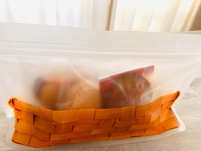 焼き菓子を入れたジップバッグ