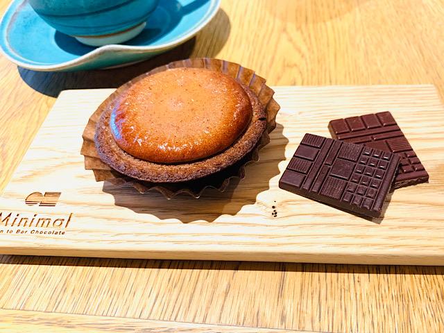 チョコレートチーズタルトとチョコレート2種とコーヒー
