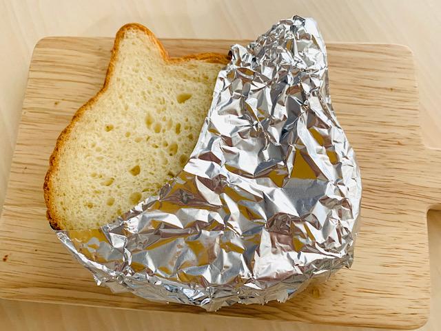 アルミホイルを巻いたパン