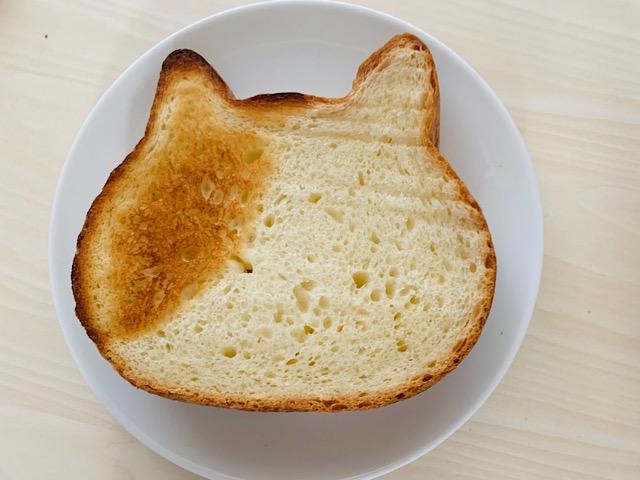 ブチ柄に焼けたパン