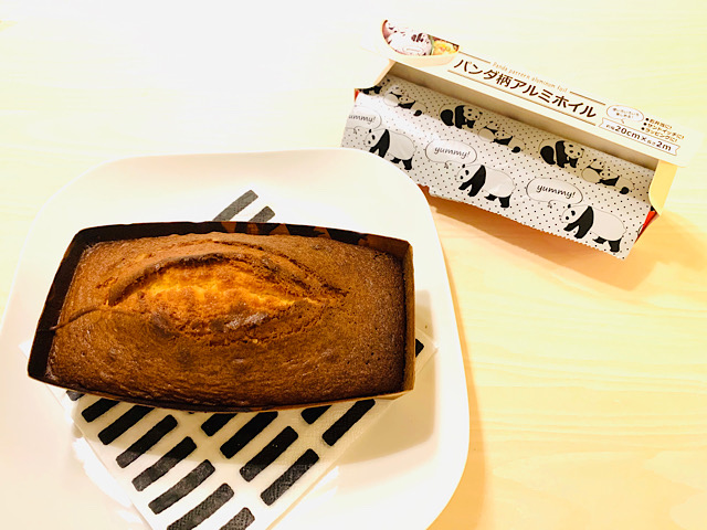 パウンドケーキとホイル