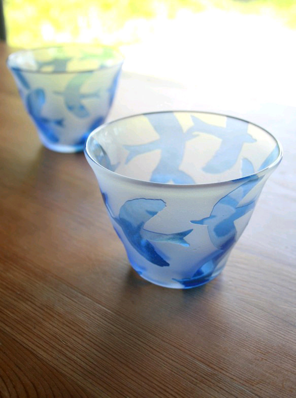 鳥模様のロックグラス 青
