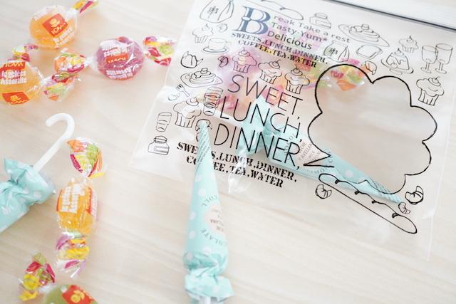 お菓子とジップバッグ