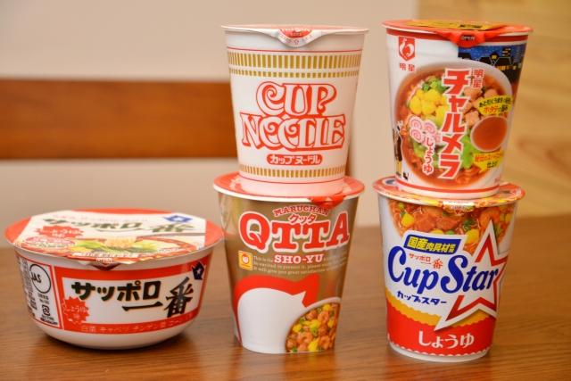 今回食べ比べるカップ麺5商品