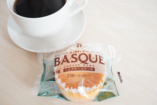 バスクチーズケーキとコーヒー