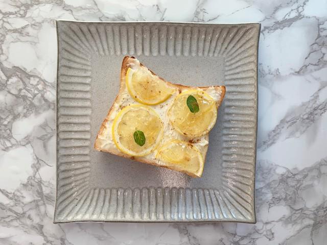 クリームチーズとレモンジャムのトースト