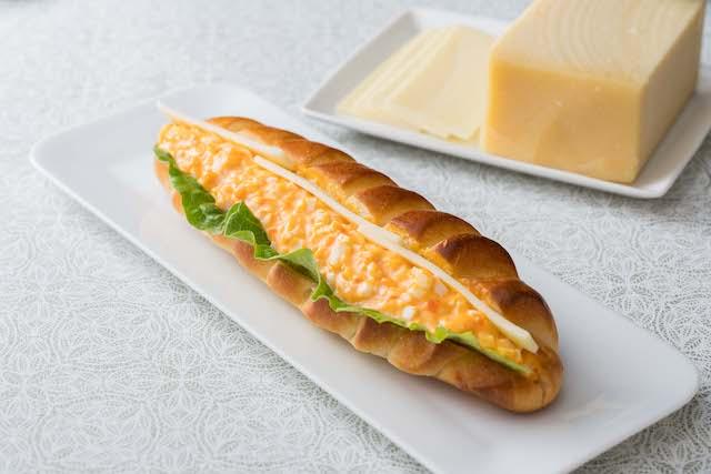 卵とチーズのサンドイッチ