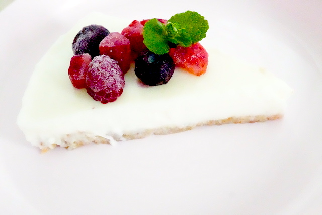 ケーキ型で固めたレアチーズ