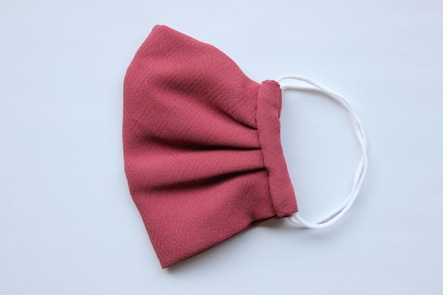 手縫いの絹マスク