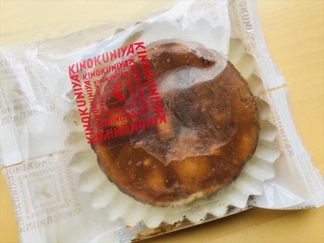 バスク風チーズケーキ 袋に入っているところ
