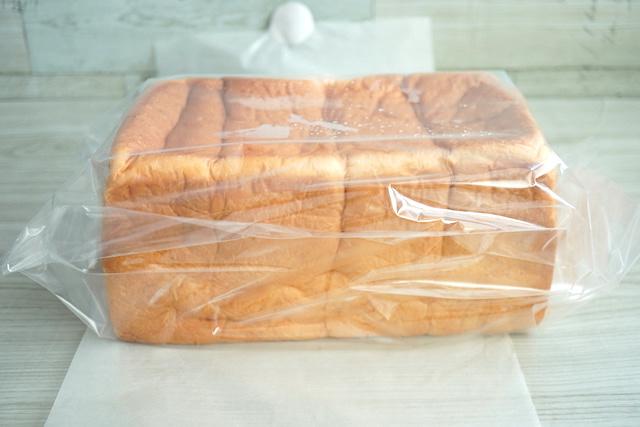 ビニールに入ったパン