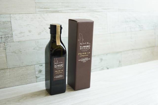 オリーブオイルの箱と瓶