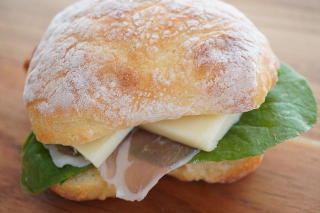 チャバタのサンドイッチ