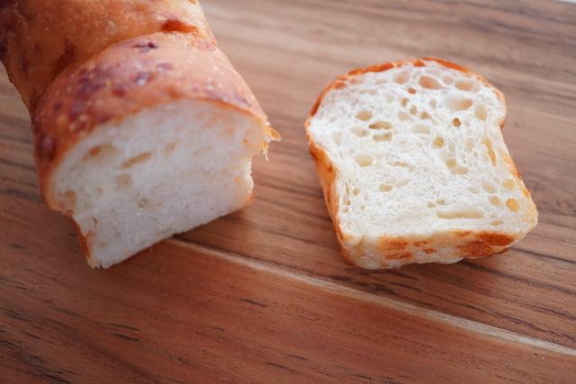 チーズのパン断面