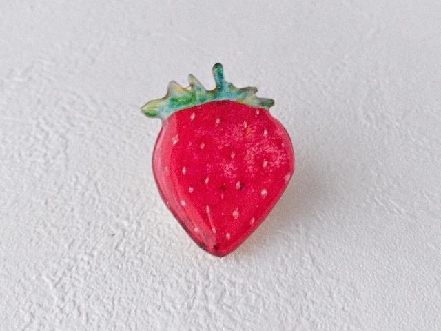 せつない苺のブローチ《特集掲載》