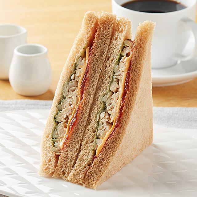 【ファミリーマート】全粒粉サンド サラダチキンとチェダーチーズ(7月7日発売)