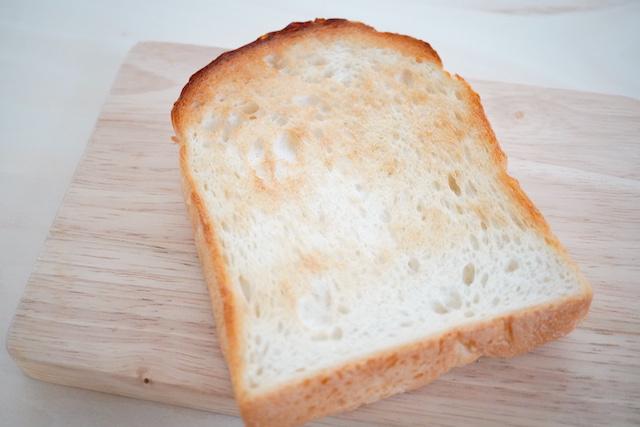 トーストした塩食パン