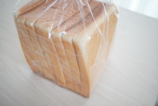 袋に入ったアイス食パン