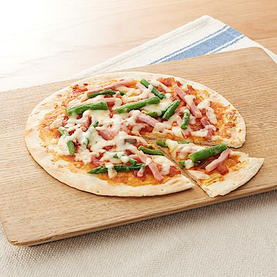 アスパラガスとベーコンのピザ