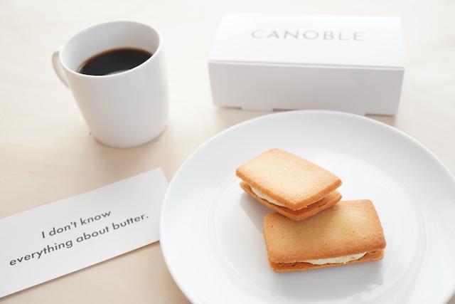 箱とコーヒーとバターサンド