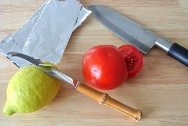 【知っ得ライフハック】包丁の切れ味が悪いときは、アルミホイルが役に立つ!