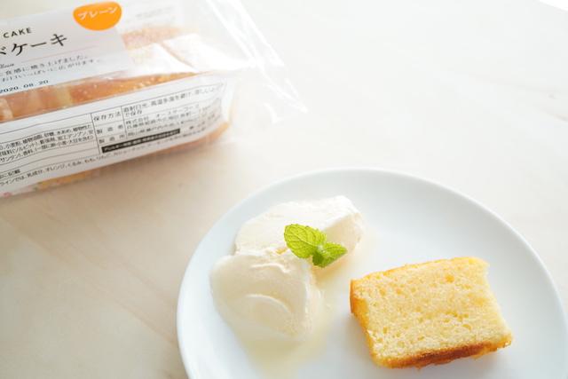 パッケージとブランデーシロップのケーキ
