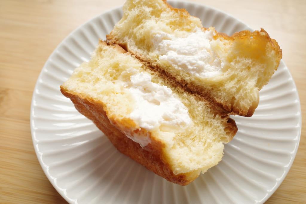 「ケーキ仕立てのチーズクリームパン」