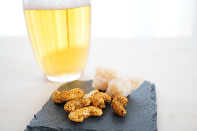 ビールとナッツ