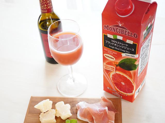 オレンジジュースとワインとおつまみ