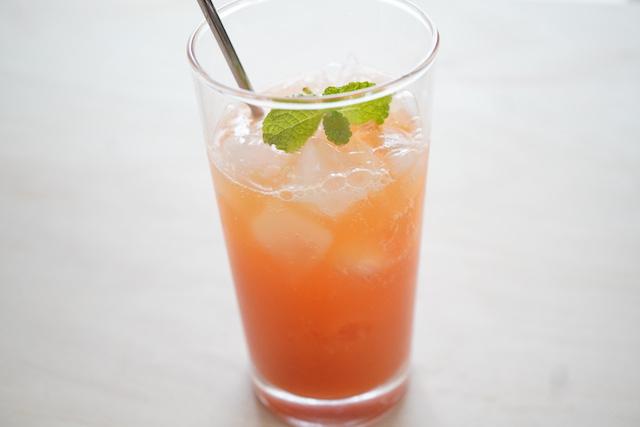 炭酸水×ブラッドオレンジジュース