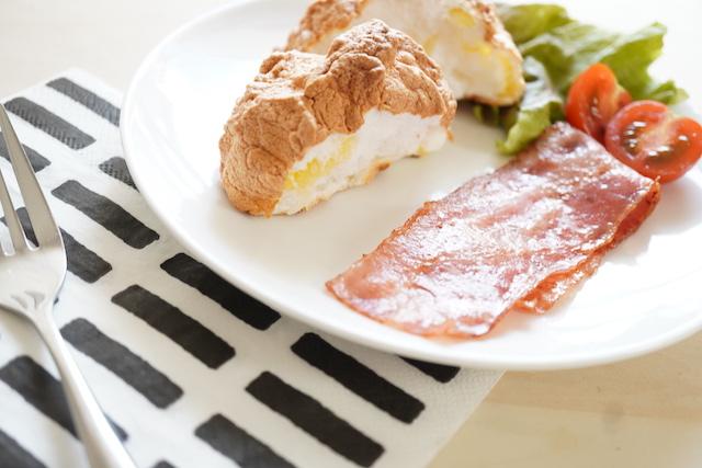 チーズ入り雲パンとベーコン