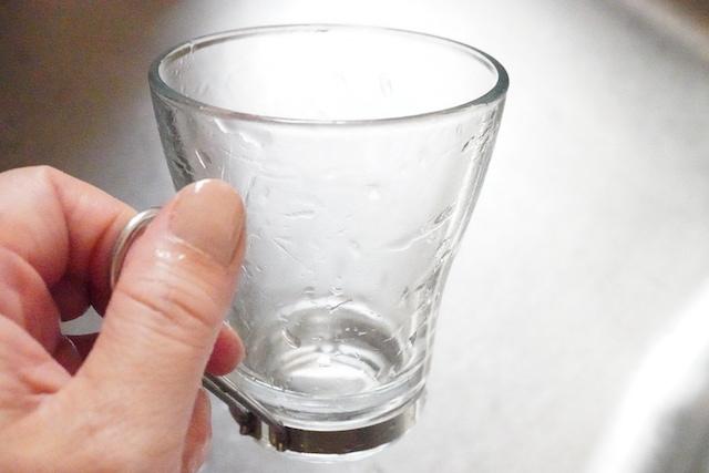 洗い終わったコップ