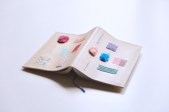 靴職人が作るブックカバー(ラムネ)
