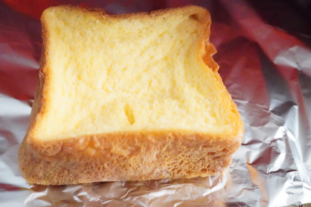 トースターで焼いているフレンチトースト