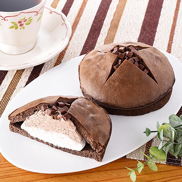 【ファミリーマート】生チョコを使ったチョコケーキのバウム(11月17日発売)