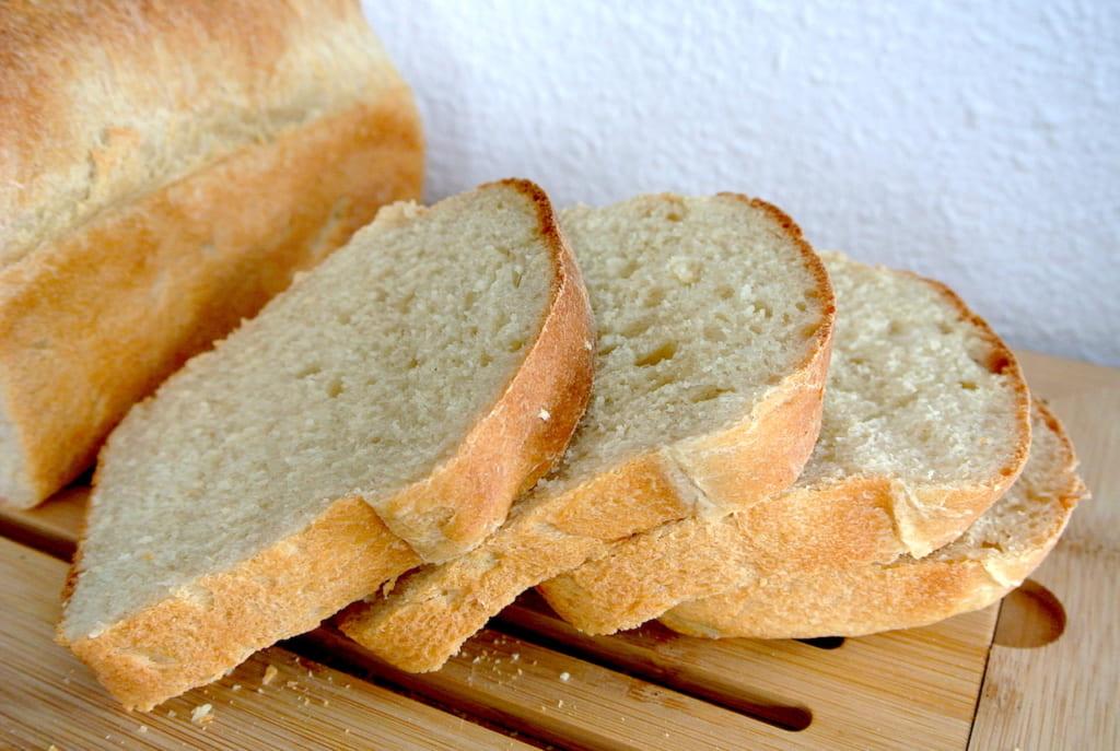 【知っ得ライフハック】ふわふわの食パンを垂直にカットする方法、焼き立てもOK〜